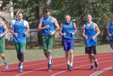 """Į krepšinio klubo """"Prienai"""" komandos treniruotę atvyko broliai Lavrinovičiai, bet visos komandos surinkti vėl nepavyko"""