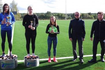 Sportinio ėjimo taurės varžybų dalyviai pirmi išbandė naujojo stadiono bėgimo takelius