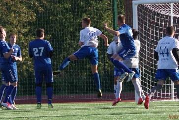 """FK """"Prienai"""" sėkmingai pakrikštijo naujojo futbolo stadiono dangą"""