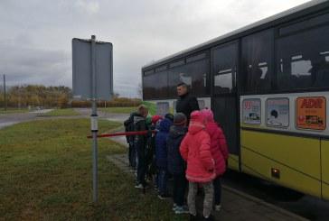 """Prienų rajono pradinukų edukacinė saugaus eismo pamoka """"ARV-Auto"""" vairavimo aikštelėje"""