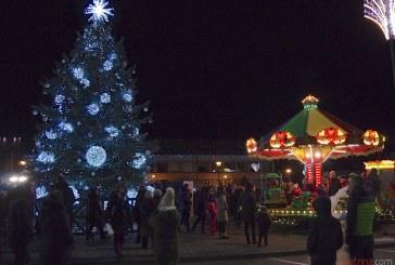 Prienuose įžiebta Kalėdinė eglutė (Fotoreportažas)