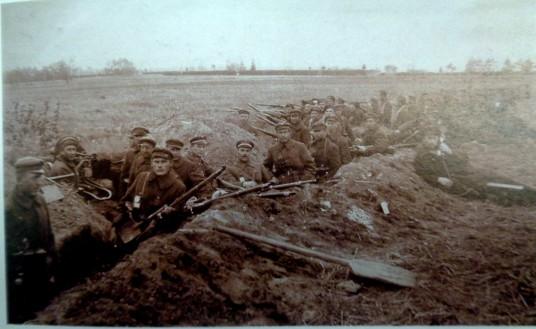 II-ojo pėstininkų pulko kariai apkasuose 1919 m