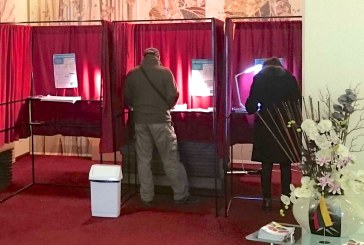 Balsadėžės atidarytos. Rinkėjai renka savivaldybių tarybas ir merus