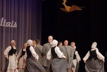 """Tautinių šokių kolektyvui """"Jievaras"""" – 10. Susitikimas su draugais (Fotoreportažas)"""