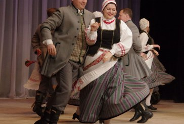 """Tautinių šokių kolektyvui """"Jievaras"""" – 10. Susitikimas su draugais"""