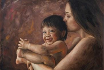 Naivus vaikiškas atvirumas ir moteriškas žavesys Evos Mili portretuose