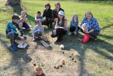 Mažosios Velykėlės su papročiais ir tradicijomis – Kašonių bibliotekos kiemelyje