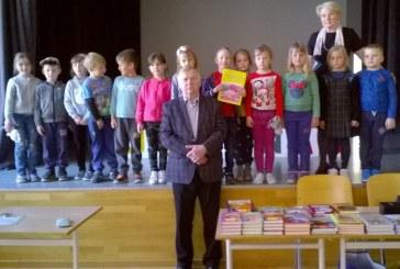 Rašytojo vizitas – velykinė dovana Jiezno gimnazijos mokiniams
