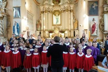"""Išlaužo bažnyčioje – respublikinis vaikų ir jaunimo chorų giesmių Marijai festivalis """"Marija – Motina Mūs"""""""