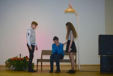 """Birštono gimnazijos mokinių spektaklio """"Angelo istorija"""" premjera (Lino Andriekaus nuotraukos)"""