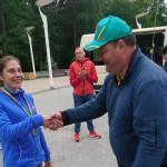 A. Gedminiene apdovanojama 2 vietos medaliu