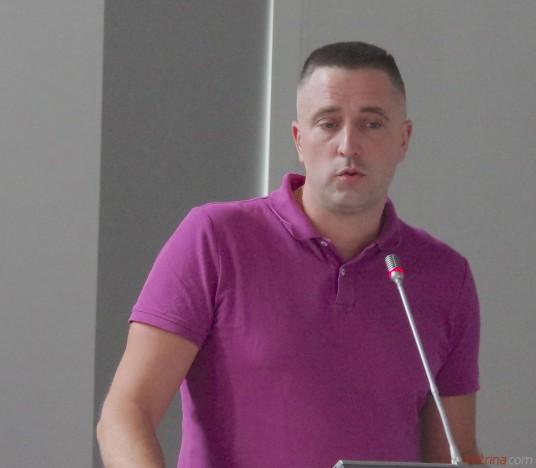 """Direktorius Adomas Kubilius pristatė Tarybos narams krepšinio  klubo """"Prienai"""" veiklos ataskaitą už 2018/2019 metus."""