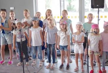 Naujoje autobusų stotyje skambėjo moksleivių dainos