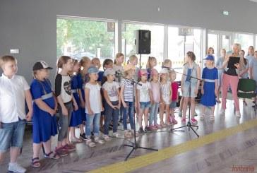 Prienų meno mokyklos auklėtinių koncertas atnaujintoje Autobusų stotyje (Fotoreportažas)