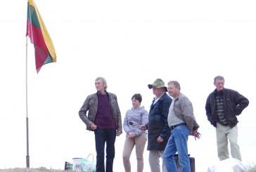 Himno giedojimas ant Pašlavančio piliakalnio (Fotoreportažas)