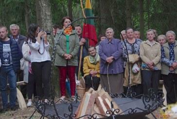 Himno giedojimas ant Matiešionių piliakalnio (Fotoreportažas)
