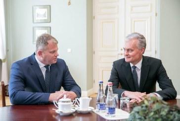 Prezidento pasirašytame dekrete dėl atnaujinto Ministrų kabineto – ir Andriaus Paliono pavardė