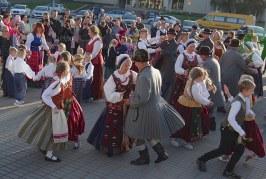 """Etninės kultūros akcija """"Visa Lietuva šoka"""" Prienuose (Fotoreportažas)"""