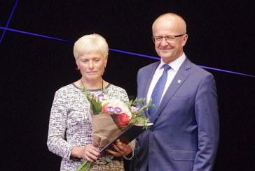Geriausia socialinė darbuotoja – Rita Grušelionienė. Reportažas iš Socialinių darbuotojų dienos minėjimo.