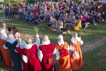 Stakliškiečiai vasarą išlydėjo smagia, karšta ir jausminga švente