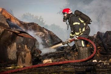 Ugniagesiai: kūrendami krosnis gyventojai supleškina namus