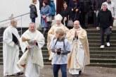 """Švč. Mergelės Marijos statulos sugrįžimas į Išlaužo parapiją ir šventė """"Rudens kraitė"""" (Fotoreportažas)"""