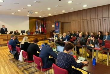"""Birštono savivaldybės Tarybos posėdyje: Vyriausybės atstovo apsilankymas, opozicijos sprendimo projekto """"nubuksavimas"""" ir Alytaus ekologinės katastrofos aptarimas"""