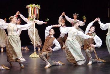 """Jaunuolių tautinių šokių kolektyvas  """"Kupolė"""" jau antrą kartą tapo Lietuvos vaikų ir moksleivių konkursinio festivalio """"Aguonėlė"""" laureatais"""