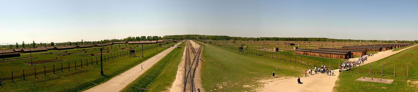 1400px-AuschwitzBirkenau