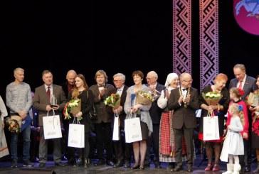 """Prienų miesto garbės piliečio vardo suteikimo ir apdovanojimų """"Dėkingumas"""" įteikimo ceremonija (Fotoreportažas)"""