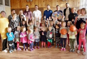 """""""CBet-KKSC"""" krepšininkai apsilankė Jiezno vaikų darželyje  (Fotoreportažas)"""