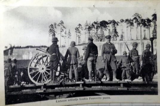 Letuvos artileristai traukia  link Panevėžio