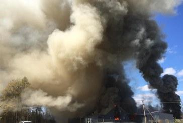Kėbliškių kaime sudegė 2000 kv. m gamybinių patalpų