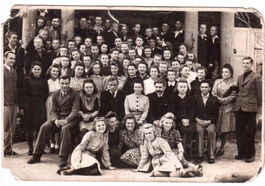 Jiezno_gimnazijos_5_6_klasių_1946_7_mokslo_metų_užbaigtuvės_19470614 (4)