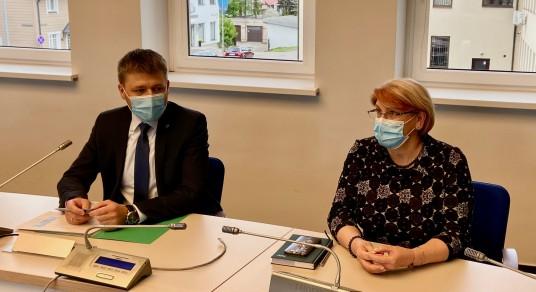 NŽT direktoriaus pavaduotojas Saulius Mocevičius ir Prienų-Birštono skyriaus vedėja Vilma Aleknavičienė
