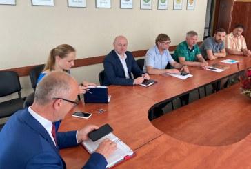 Prienų futbolo bendruomenė susitikimesu rajono valdžios atstovais ieškojo atsakymų į probleminius klausimus