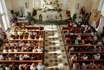 Po penktosios Balbieriškio bažnyčios kupolu pristatyta knyga apie 500 parapijos gyvavimo metų