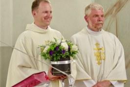 Atsisveikinimas ir sutiktuvės Stakliškių bažnyčioje – su ašaromis ir viltimis