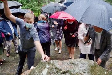 Prapliupęs lietus ir malda žydų sušaudymo vietoje. Maža atminties viltis atgimsta