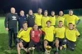 """Dinamiškas naktinis futbolo finalas: raudonoji kortelė ir trijų įvarčių pergalingas """"Ąžuolo"""" benefisas"""