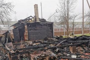 Kliniškių kaime sudegė gyvenamasis namas ir ūkinis pastatas