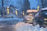 Pykstame ant valdžios dėl nenuvalyto sniego ir patys tam trukdome