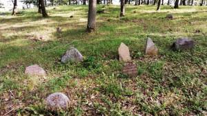 Stakliskes-Jewish-Cemetery-3-1024x578
