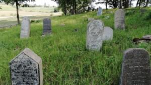 Stakliskes-Jewish-Cemetery-5-1024x578