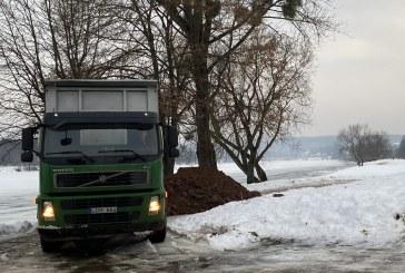Dėl galimo potvynio Prienuose pilama damba