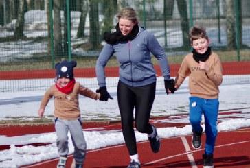 Kovo 11 d. bėgimas Birštono sporto centro stadione (Fotoreportažas)