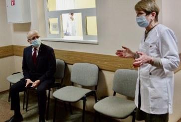 """Prienuose """"AstraZeneca"""" vakcina kartu su kitais gyventojais paskiepyti meras ir administracijos direktorė"""