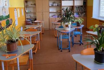 Į Prienų rajono mokyklas nuo pirmadienio grįžta pradinukai