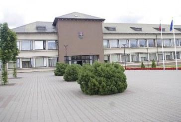 Prienų rajono Savivaldybės taryboje: ataskaitos, sprendimas dėl mokyklų tinklo, administracijos direktorės pakylėta ataskaita ir lietuvių kalbos klasė užsieniečiams