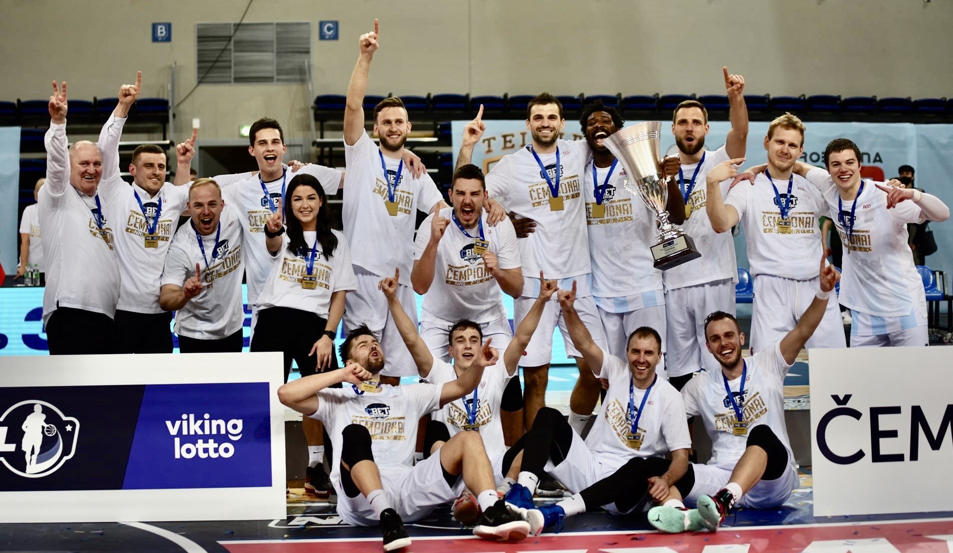 """Jonavos """"CBet"""" komanda 2021 m. NKL čempionė"""